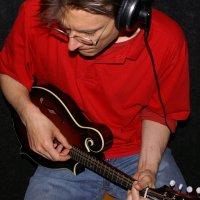 Peter Uehlinger - Gesang, Gitarren, Mandoline, Bouzouki, Banjo, Ukulele, Blues Harp